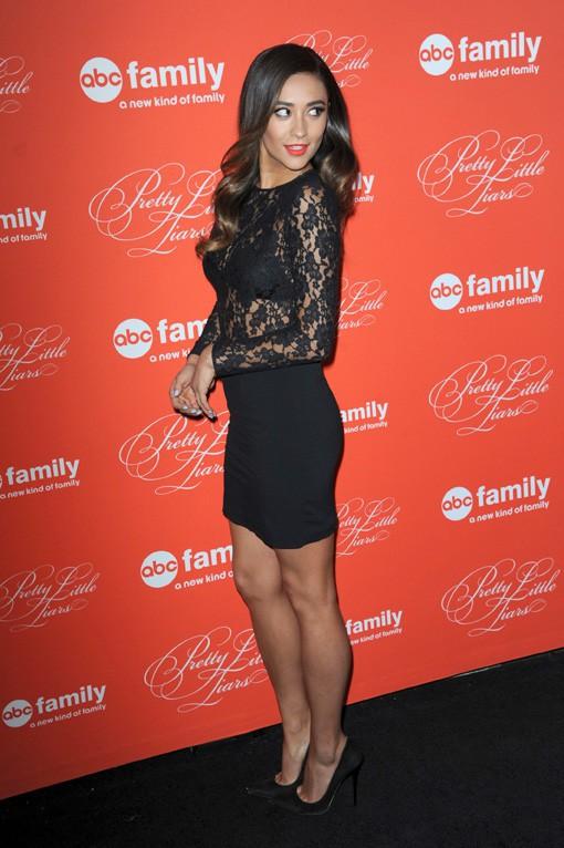 Shay Mitchell à la soirée Pretty Little Liars organisée à New-York le 18 mars 2013