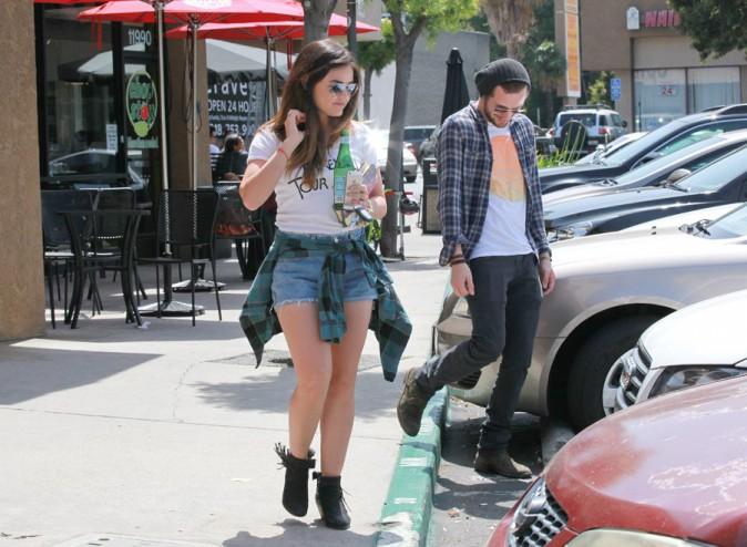 Lucy Hale à Los Angeles avec son nouveau boyfriend Joel Crouse le 8 mai 2014
