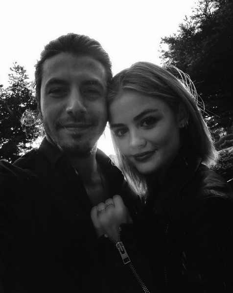 Photos : Lucy Hale (Pretty Little Liars) confirme être toujours en couple !