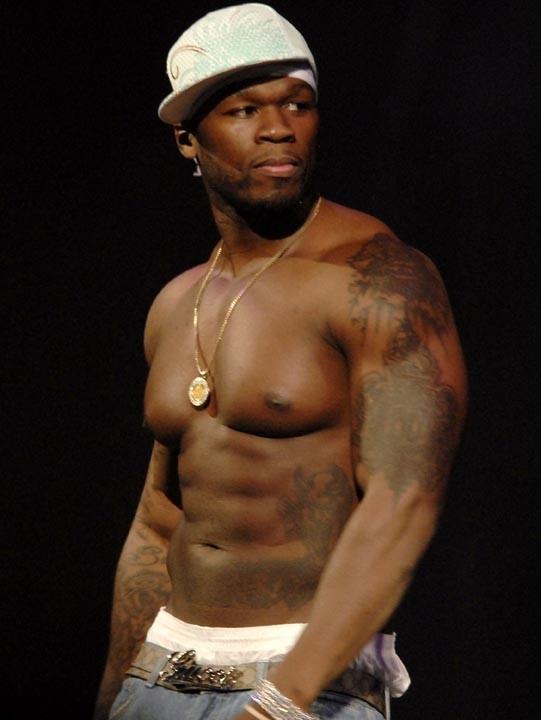 50 Cent, il soulève Matt avec le petit doigt !