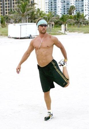 Oh les jolis pectoraux ! Matthew McConaughey a raison de faire du sport : ça paye !