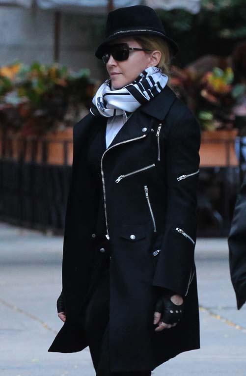 Madonna à la sortie du centre de la Kabbale de New-York le 12 octobre 2013
