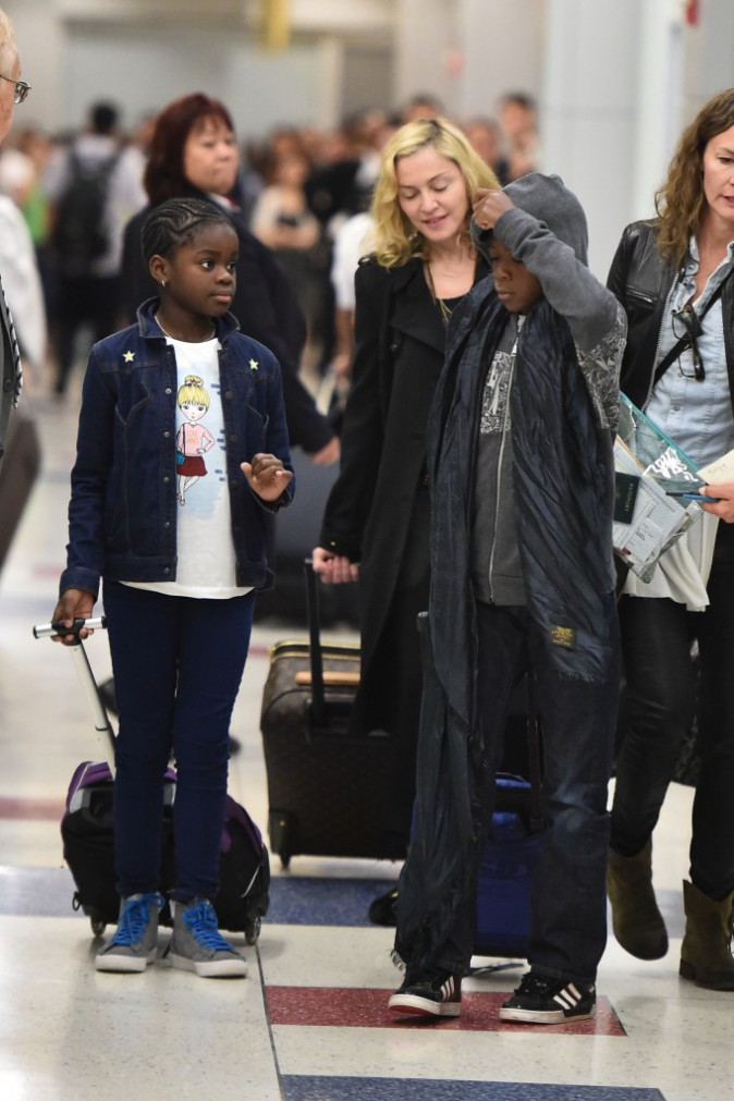 Photos : Madonna : fini le farniente en Europe, retour à New York en famille !