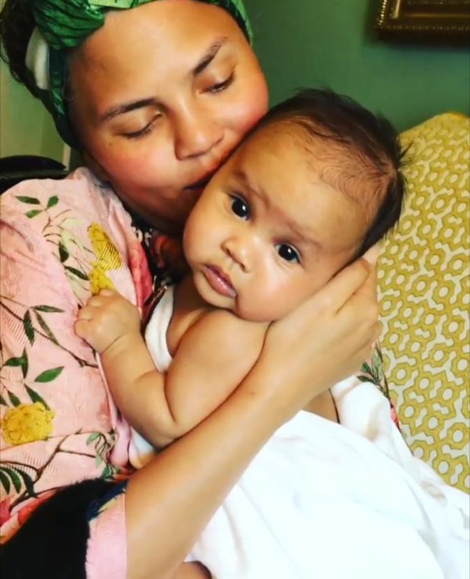 Photos : Mais à qui appartient cette petite beauté, captivée par Beyoncé ?
