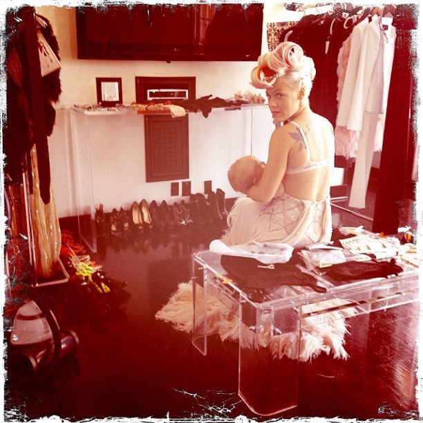 Pink, pendant une séance photo pour son nouvel album