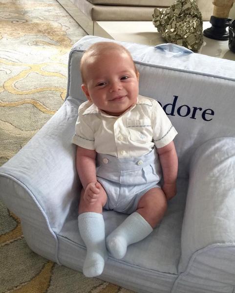 Photos : Mais qui est ce baby trop craquant dont le célèbre grand-père est détesté ?