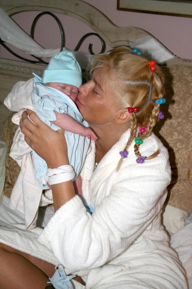 Dannielynn Birkhead avec sa mère Anna Nicole Smith en 2006