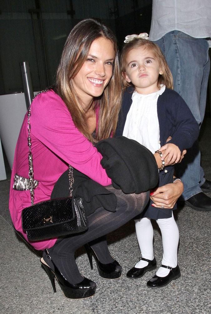 Secret minceur de maman : Alessandra Ambrosio peut profiter pleinement de sa fille, sans regret !