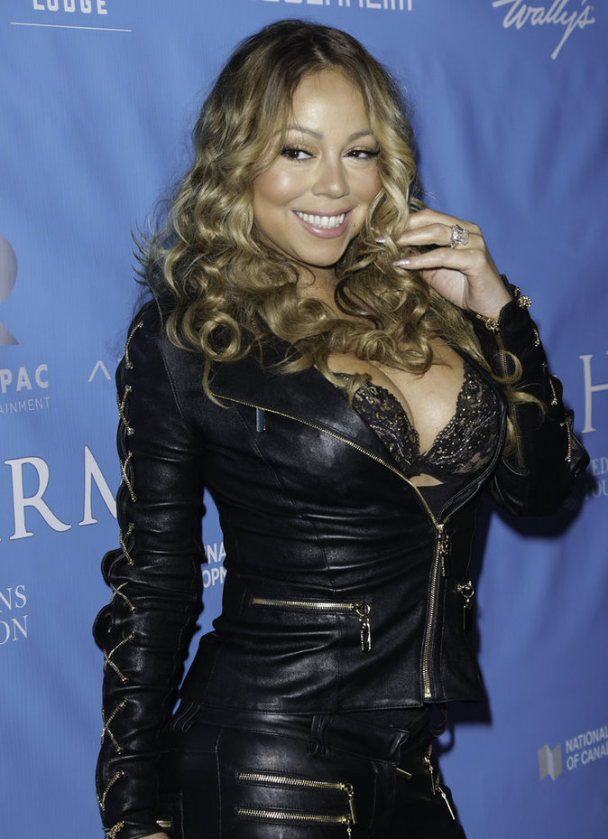 photos mariah carey encore une fois elle nous montre ses seins. Black Bedroom Furniture Sets. Home Design Ideas