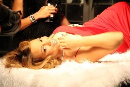 """Mariah Carey dans le clip de """"When Christmas Comes""""..."""