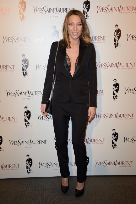"""Laura Smet lors de la première du film """"Yves Saint Laurent"""" à Paris, le 19 décembre 2013."""