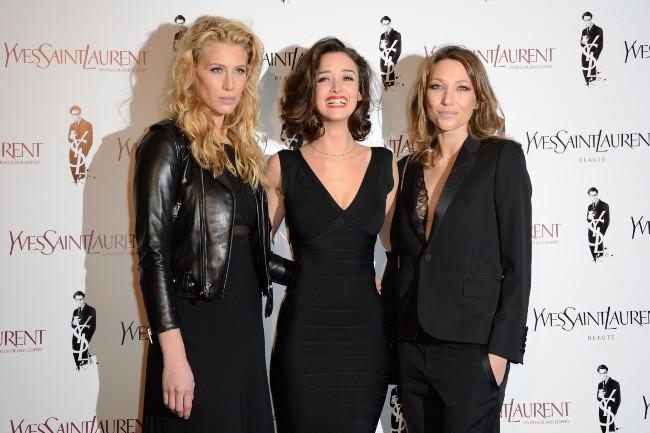 """Marie de Villepin, Charlotte Le Bon et Laura Smet lors de la première du film """"Yves Saint Laurent"""" à Paris, le 19 décembre 2013."""