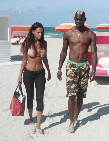 Mario Balotelli et Fanny Neguesha en vacances à Miami, le 15 juillet 2014