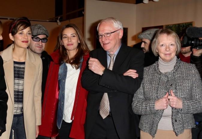 Marion Cotillard et Mélissa Theuriau aux côtés de Bernard et Charlotte Cassez lors du vernissage de l'exposition de Florence Cassez à Paris, 6 d...