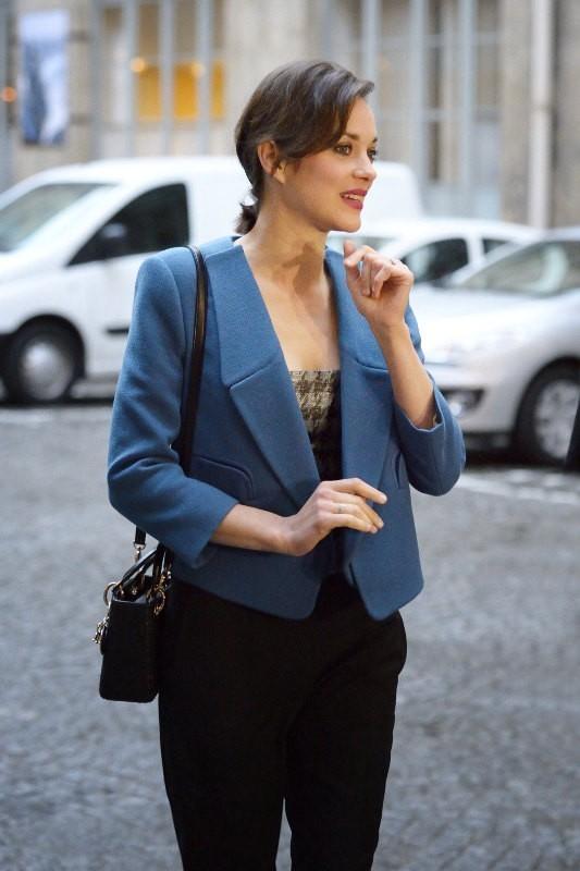Marion Cotillard arrive au gala de la fondation Maud Fontenoy à Paris, le 9 avril 2013.