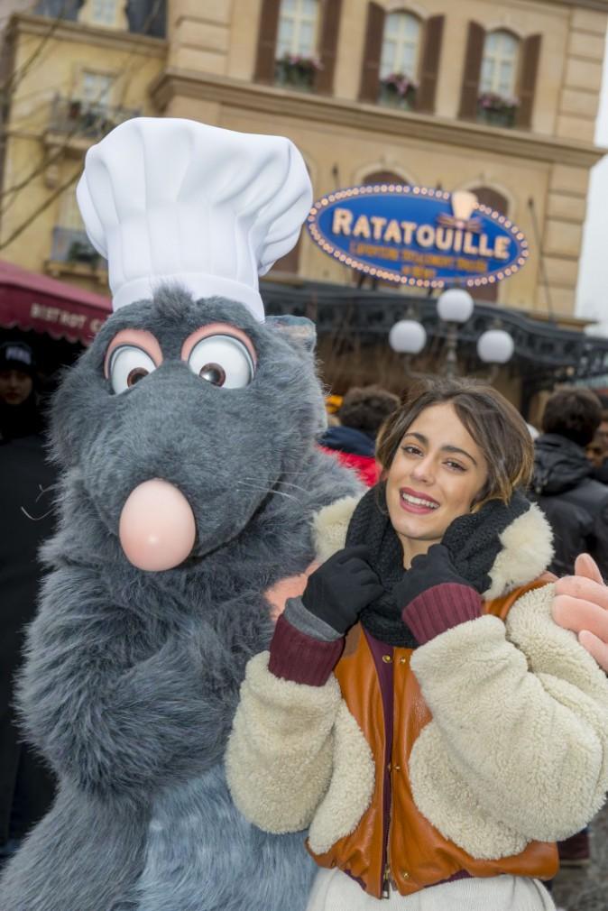 Photos : Martina Stoessel (Violetta) : la star Disney poursuit son séjour parisien chez Mickey !
