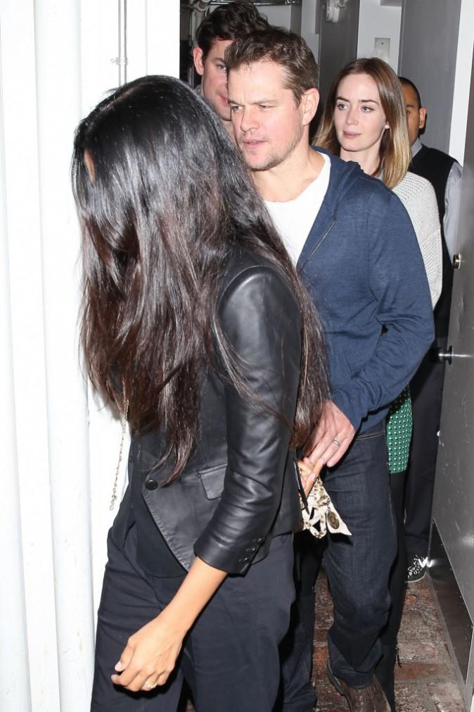 Matt Damon, son épouse Luciana et Emily Blunt à un dîner entre amis à Los Angeles, le 12 novembre 2014