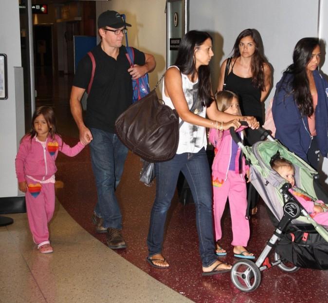 Matt Damon et toute sa clique à l'aéroport de Boston