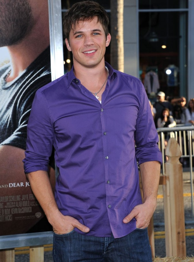 Le beau gosse de 90210 nous avait caché cette jolie brune