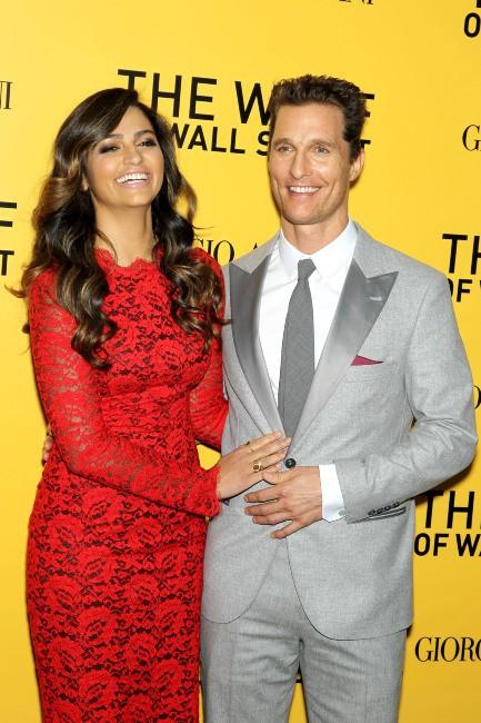 """Matthew McConaughey et Camila Alves lors de la première du film """"Le Loup de Wall Street"""" à New York, le 17 décembre 2013."""