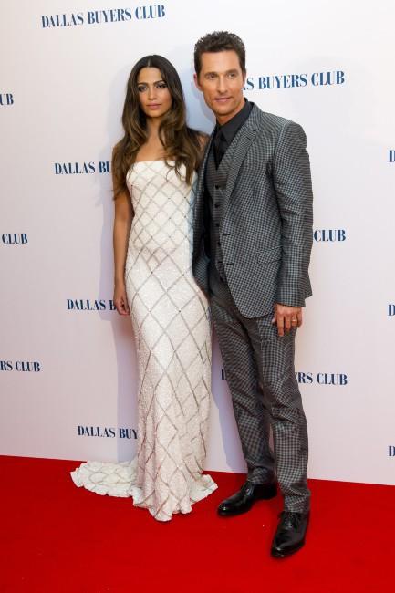 """Matthew McConaughey et Camila Alves lors de la première du film """"Dallas Buyers Club"""" à Londres, le 29 janvier 2014."""