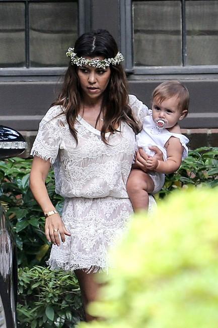 Kourtney Kardashian et sa fille Penelope à la baby shower de Kim Kardashian à Los Angeles, le 2 juin 2013.
