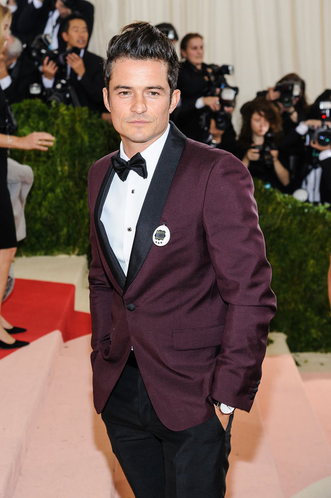 Photos : Met Gala 2016 : Orlando Bloom portait un Tamagotchi comme Katy Perry
