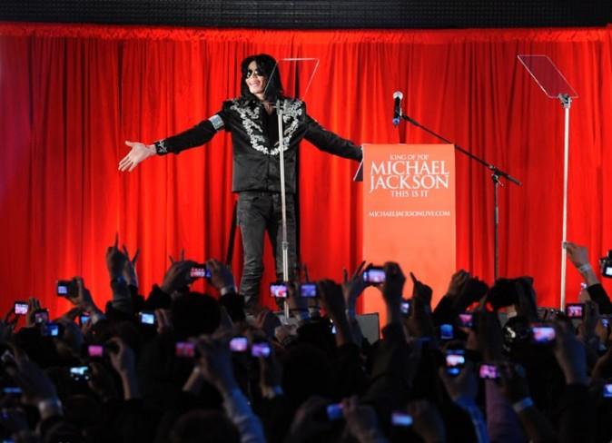 Michael Jackson lors de la conférence de presse pour annoncer sa tournée This Is It, à l'O2 Arena à Londres, le 5 mars 2009.
