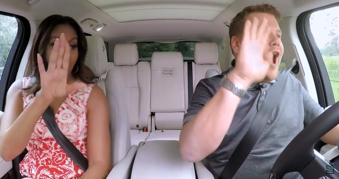 """Photos : Michelle Obama se la joue Beyoncé dans le """"Carpool Karaoke"""" de James Corden !"""