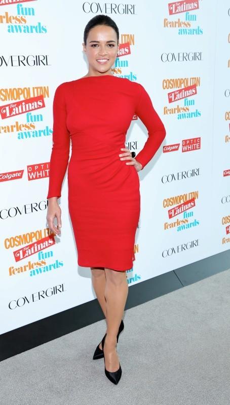 Michelle Rodriguez, flamboyante et naturelle aux Fun Fearless Latina Awards