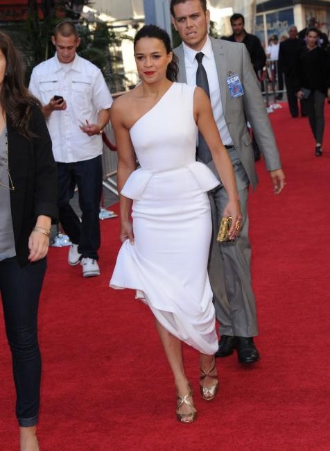 Michelle Rodriguez, chic en blanc à la première de Fast and Furious 6