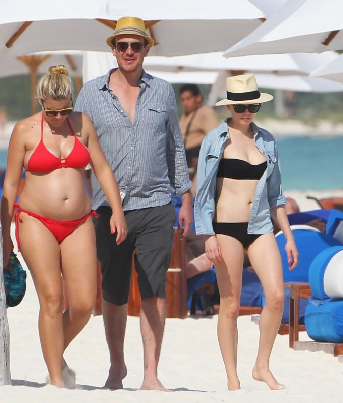 Busy Philipps, Jason Segel et Michelle Williams à Cancun, le 2 janvier 2013.