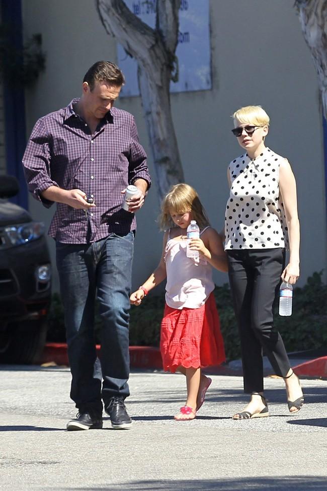 Jason Segel, Matilda et Michelle Williams le 27 août 2012 à Los Angeles