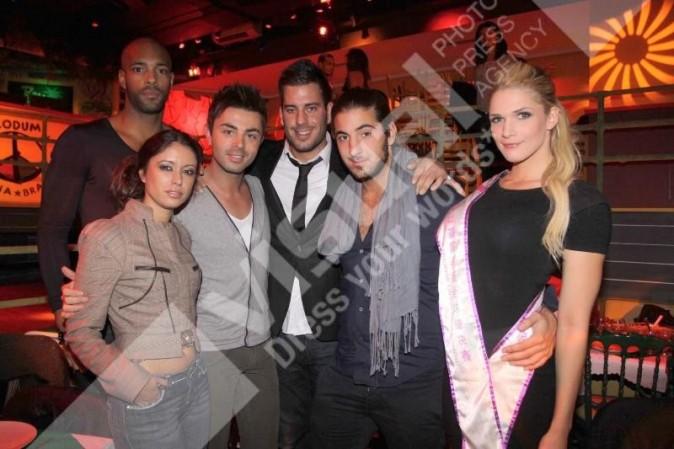 """Mickaël Vendetta, Rudy, Zelko, Caroline de """"Dilemme"""" et Benjamin de """"Qui veut épouser mon fils"""", lors de l'élection de Miss Nationale 2012 à Paris, le 18 décembre 2011."""