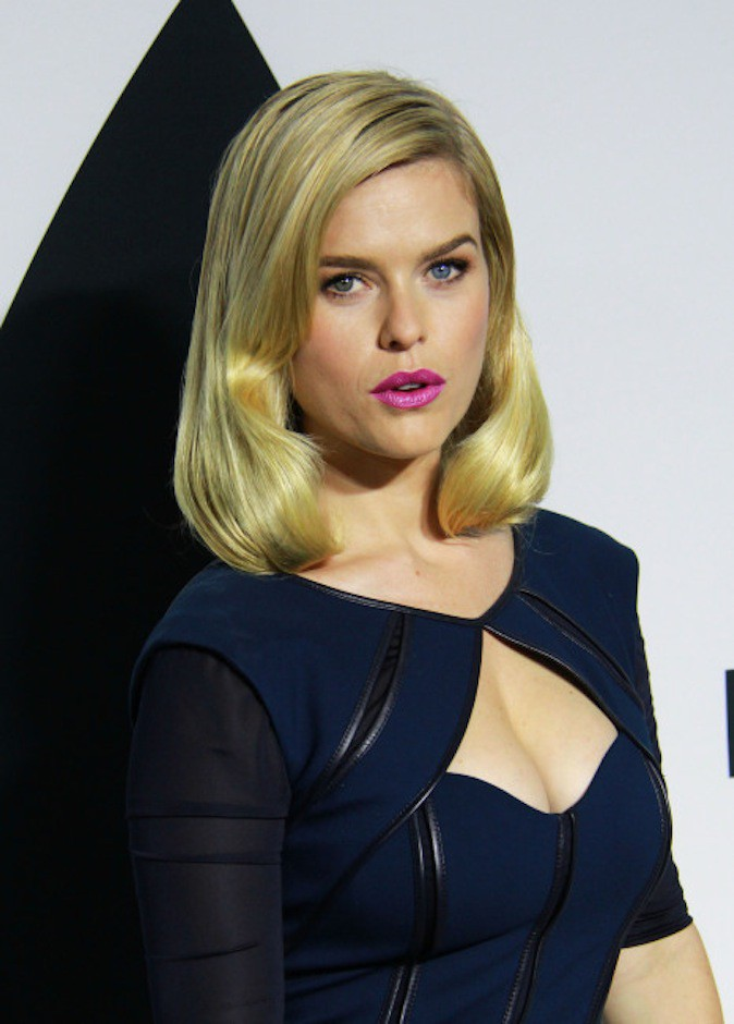 Alice Eve a les yeux vairons !