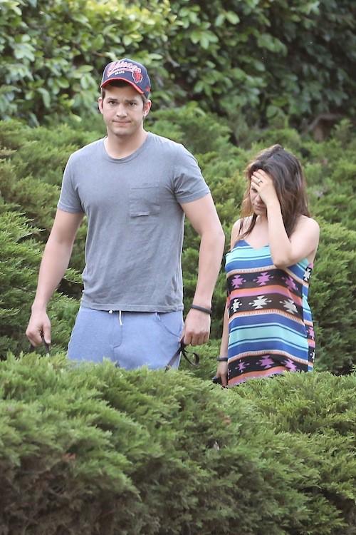 Photos : Mila Kunis : elle ne cache vraiment plus son babybump aux côtés d'Ashton Kutcher !