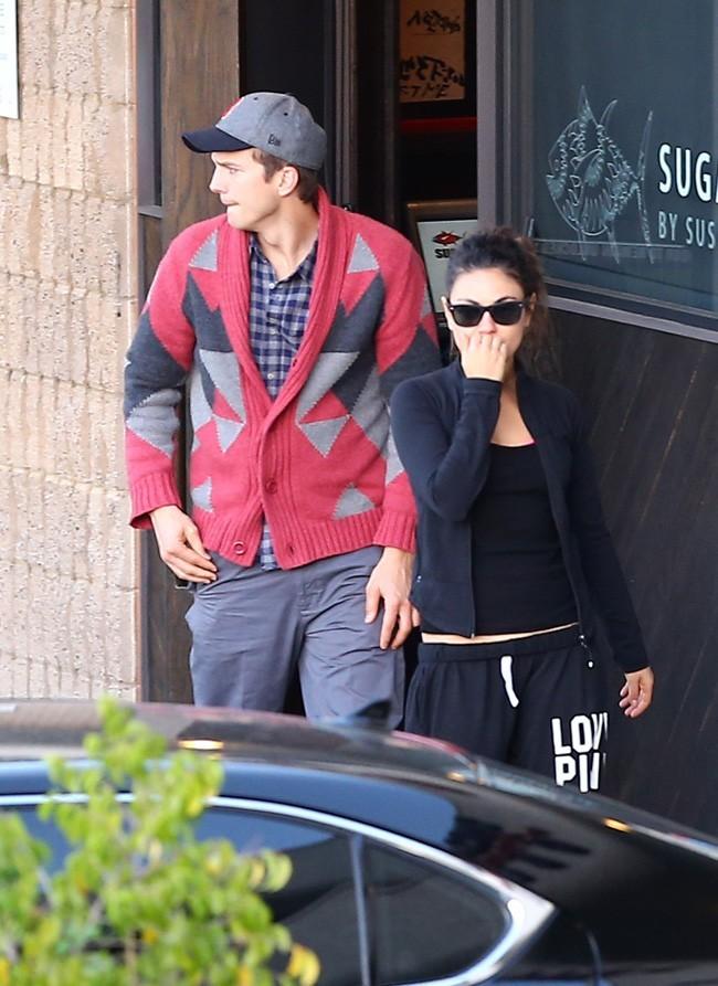 Mila Kunis et Ashton Kutcher le 9 novembre 2012 à Los Angeles