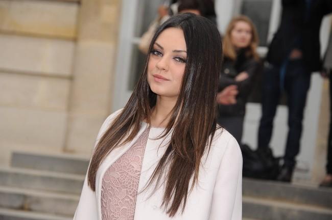 Mila Kunis au défilé Dior à Paris, le 2 mars 2012.
