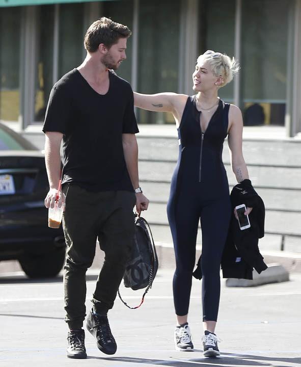 Miley Cyrus et Patrick Schwarzenegger à Studio City le 22 janvier 2015