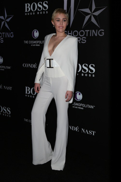 Photos : Miley Cyrus : chic et sobre, elle abandonne la trash attitude !