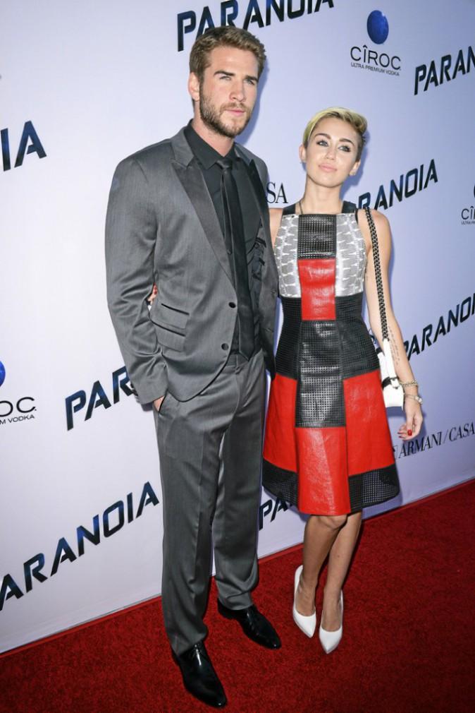 Avec Liam Hemsworth
