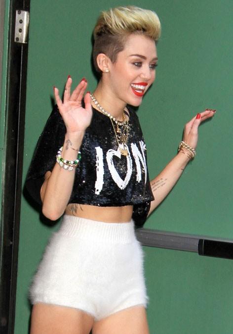 Miley Cyrus à la sortie des studios de Good Morning America, à New York, le 26 juin 2013