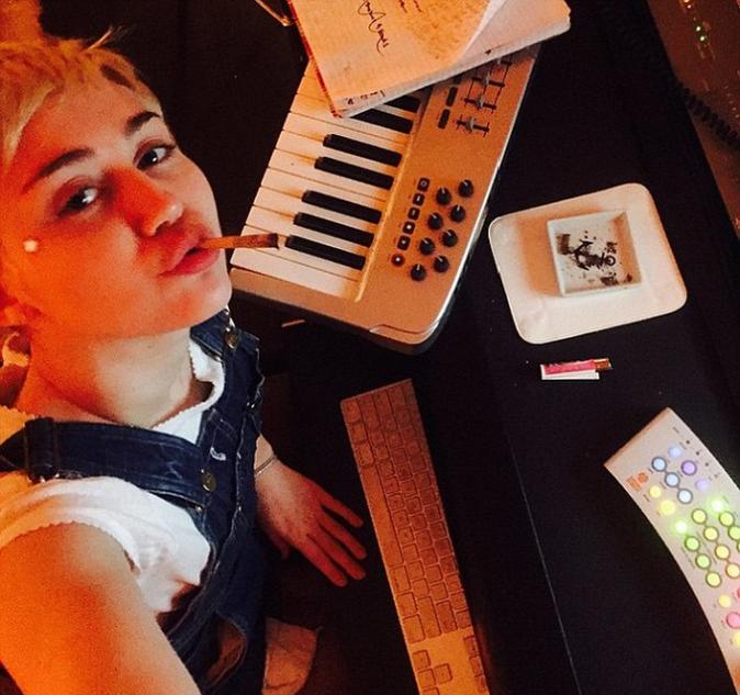 Photos : Miley Cyrus : elle s'affiche ouvertement en train de se droguer !
