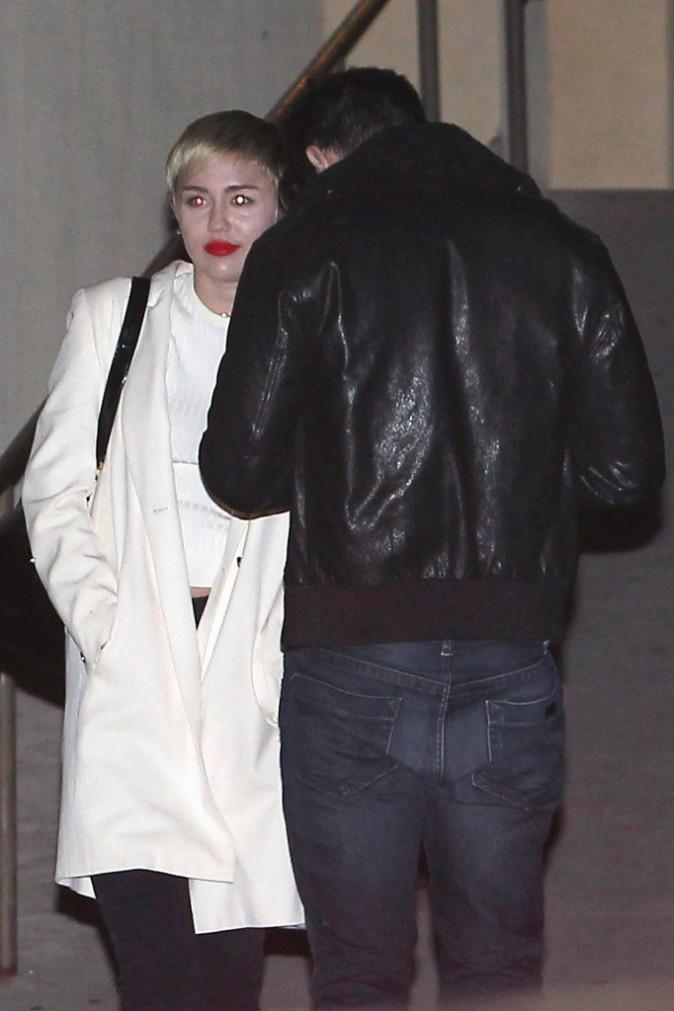 Miley Cyrus et Patrick Schwarzenegger à la sortie d'un cinéma de Los Angeles, le 12 novembre 2014