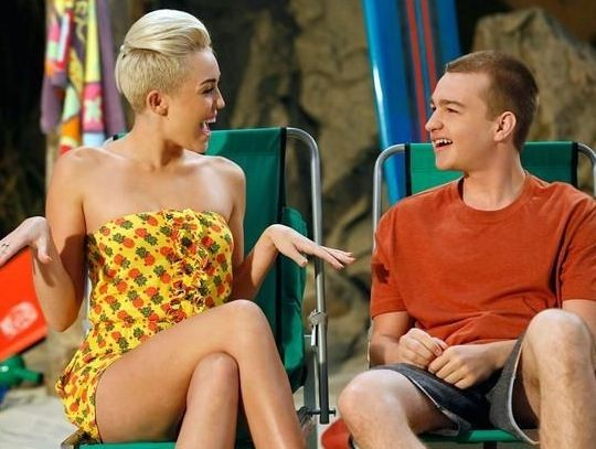 Missi alias Miley Cyrus flirte sans complexes !