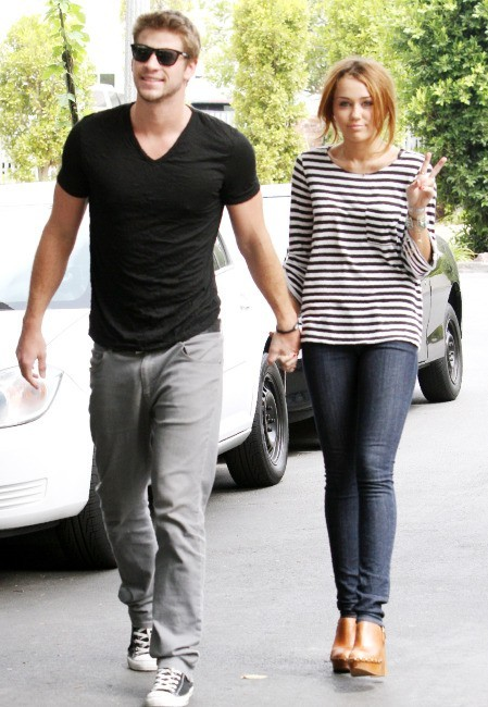 Miley Cyrus et Liam Hemsworth à Toluca Lake, le 8 juin 2010.
