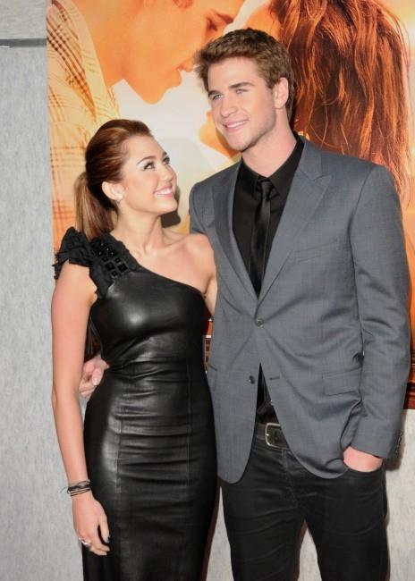 Miley Cyrus et Liam Hemsworth lors de la première du film The Last Song , le 25 mars 2010.