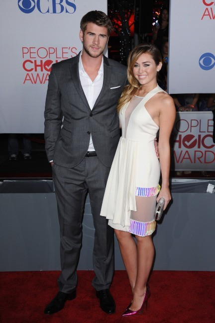 Miley Cyrus et Liam Hemsworth lors des People's Choice Awards à Los Angeles, le 12 janvier 2012.