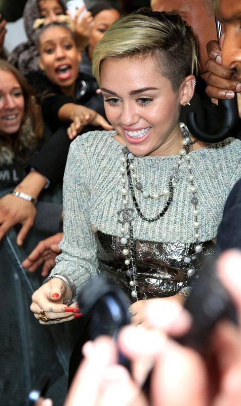 Miley Cyrus de passage à Paris pour la promo de son nouvel album !