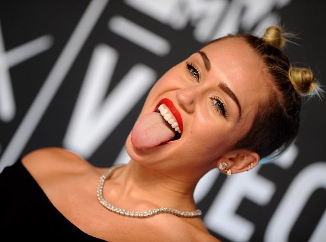 Photos : Miley Cyrus : la starlette n'a jamais la langue dans sa poche !